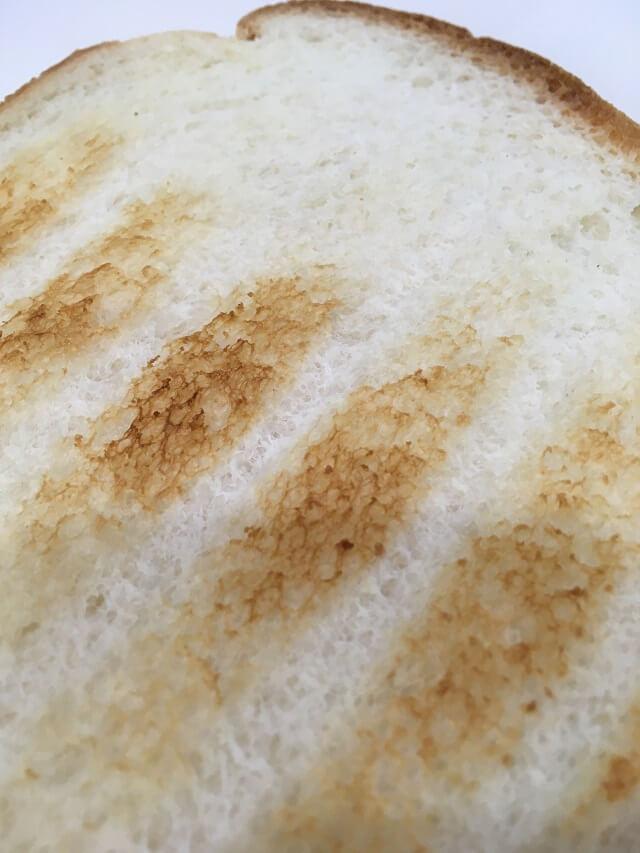 バルミューダザトースターで焼いたパンの裏側
