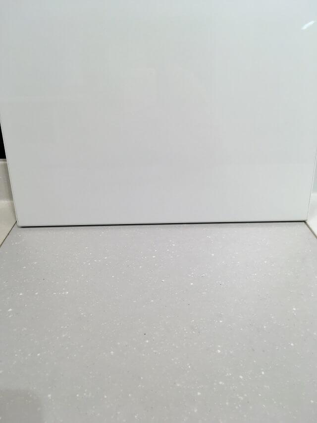 「AS」のキッチンパネルとワークトップ