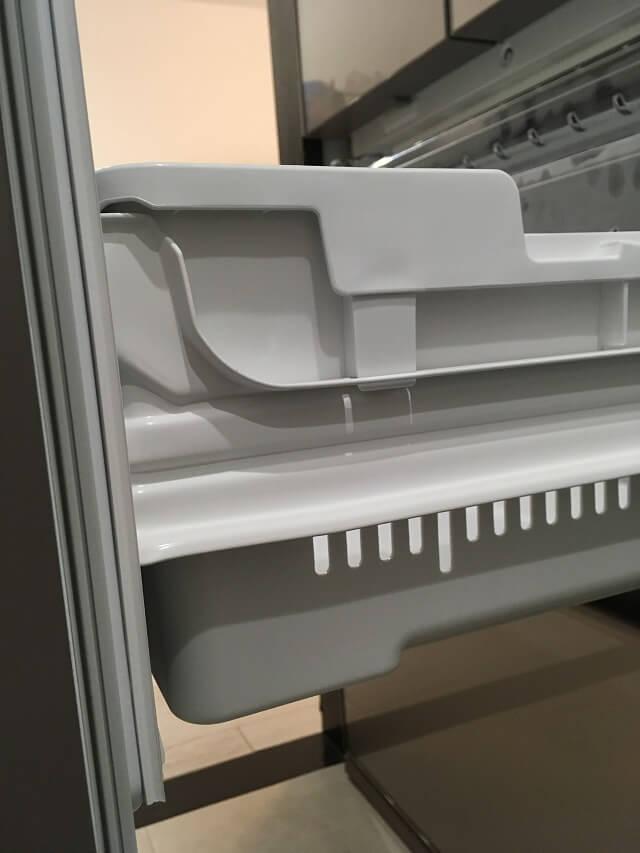 冷凍室下段の下段の側面